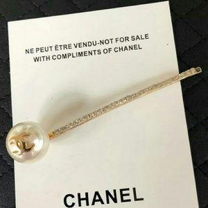 Chanel VIP faux pearl hair clip